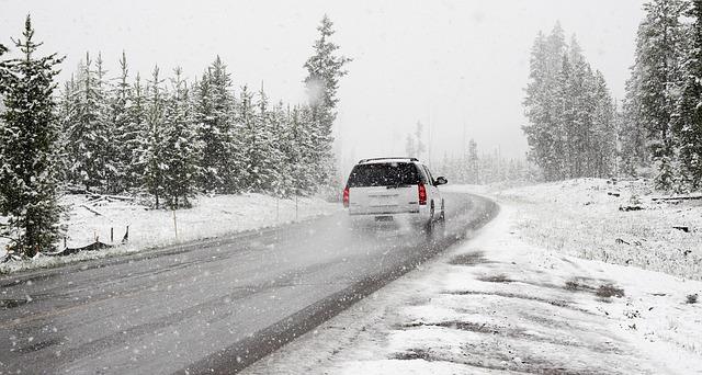 ¿Cómo conducir sobre nieve o hielo?
